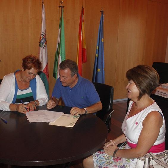 El Ayuntamiento firma un acuerdo de colaboración con el IES Alpujarra para el uso del nuevo pabellón deportivo