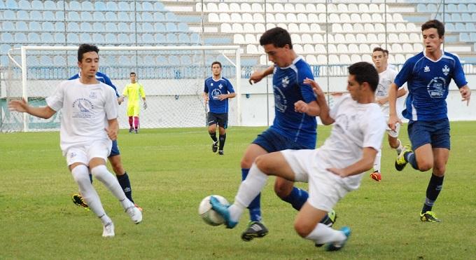 El Puerto de Motril CF de Segunda Andaluza juvenil no pasa del empate ante en su debut ante el Baza