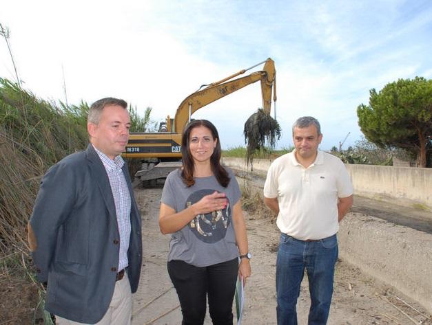 La Junta realiza en la provincia la limpieza de dieciséis cauces de ramblas de la Cuenca Mediterránea