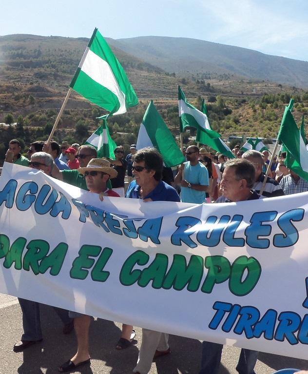 """Rabia e indignación entre los agricultores por """"la pantomima del Gobierno y la Junta"""". Anuncian manifestación para el 16 octubre"""