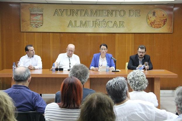El periodista José Luis Entrala recuerda y destaca la importancia del turismo en la presentación de su libro