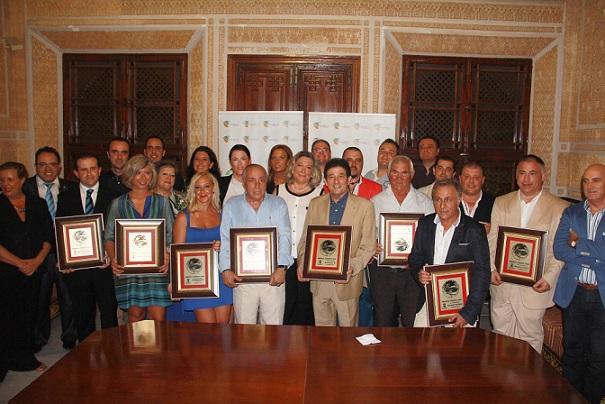 Almuñécar rinde homenaje a más de una docena de  profesionales del sector turístico con motivo del Día Mundial