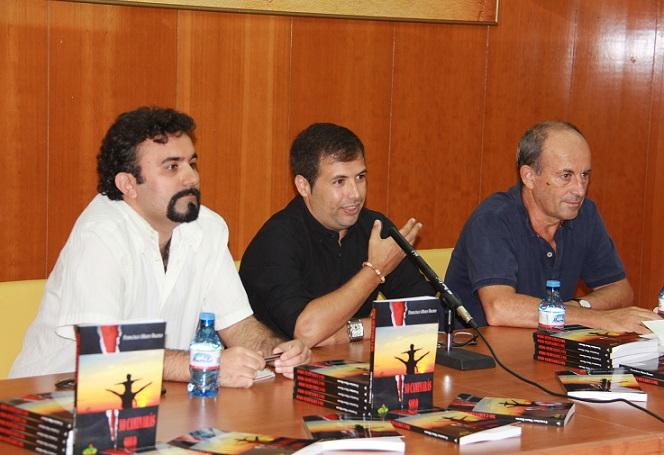 Buena acogida en la presentación de la nueva novela de almuñequero  Francisco Muro