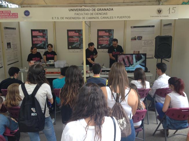 Casi un centenar de estudiantes motrileños se acercan a la ciencia en 'La noche de los investigadores'