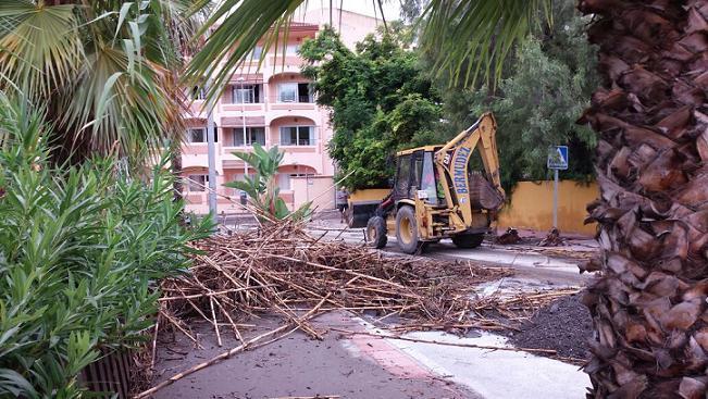 El municipio sexitano recupera la normalidad en aquellas zonas afectadas por la lluvia del pasado fin de semana