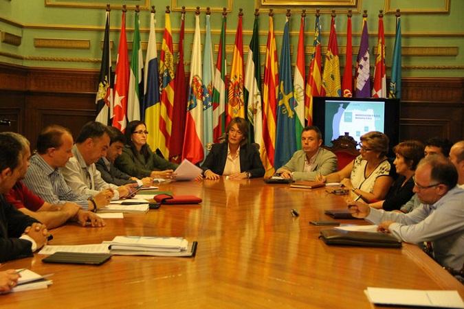Técnicos de Ayuntamiento y Junta estudiarán la regularización y ampliación de invernaderos