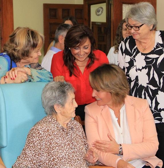 """Motril homenajea a sus mayores por ser """"ejemplo de sacrificio y pieza clave de la sociedad"""""""