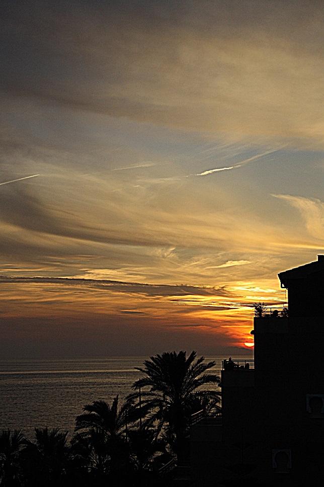 La puesta de sol de hoy domingo en la Costa Tropical de Granada