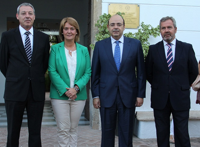 El presidente de la Diputación apuesta por el turismo de cruceros como fuente de riqueza y empleo para toda la provincia