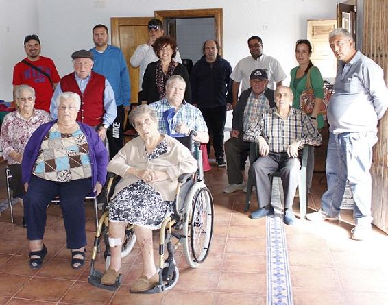 Una exposición de trabajos realizados por los usuarios del centro FAISEM de Órgiva para celebrar el Día de la Salud Mental