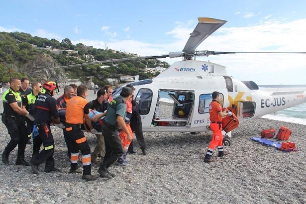 Herido un parapentista tras caer en la playa de la Herradura, en Almuñécar