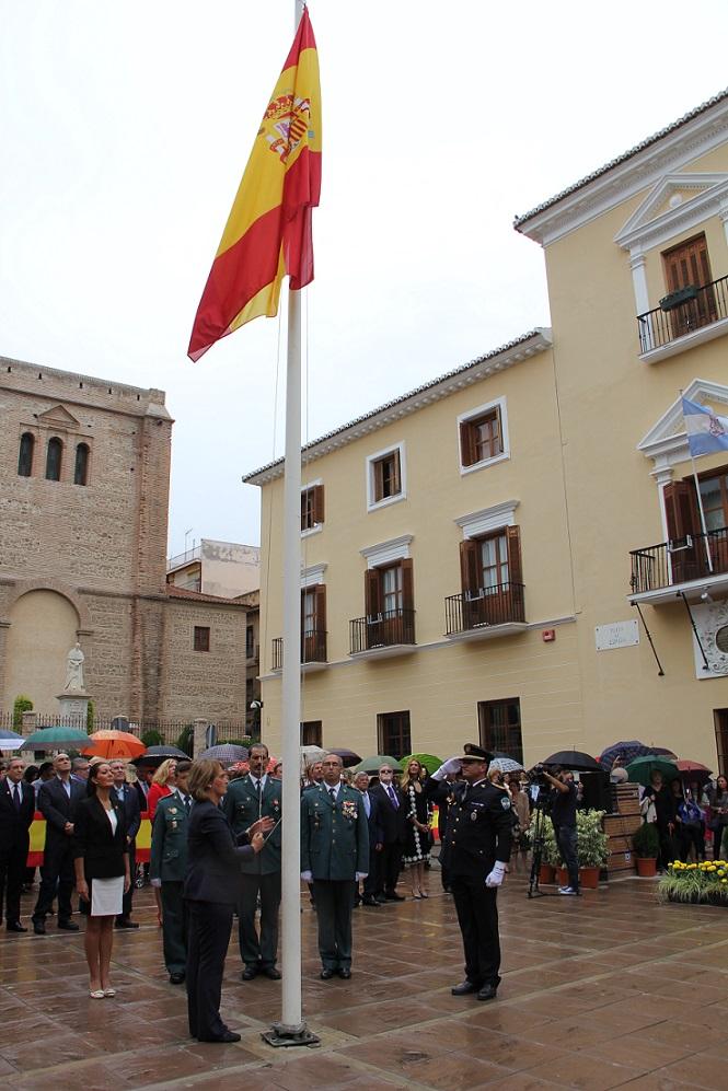 Motril rinde un homenaje a la Bandera con motivo de la Fiesta Nacional