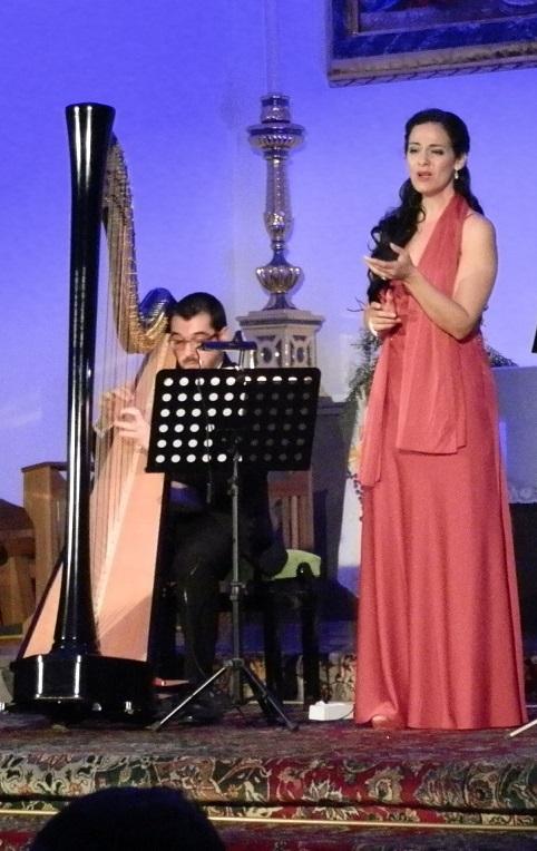 Bello concierto de arpa y canto  en la parroquia de la Encarnación de Almuñécar