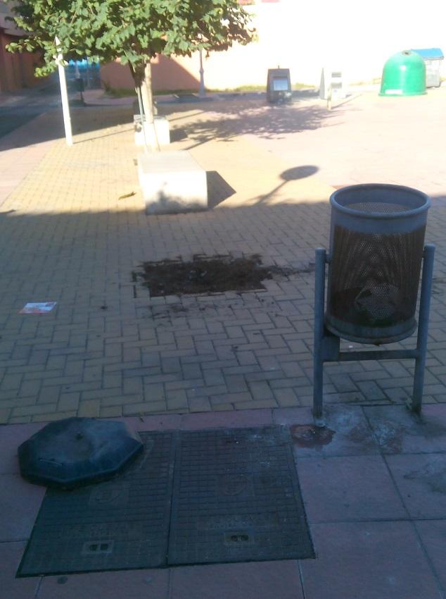 PA de Motril pone de manifiesto la falta de mantenimiento en la Plaza Cachalote, en el Barrio de Santa Adela