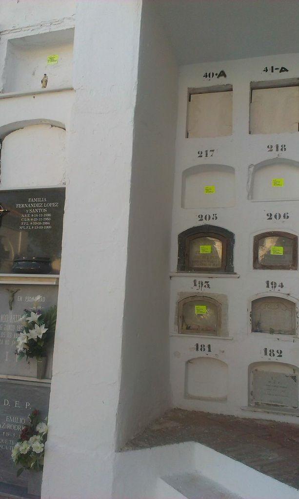 """IU: """"Pegatinas del ayuntamiento en nichos y panteones del cementerio para informar de quién no ha pagado"""""""