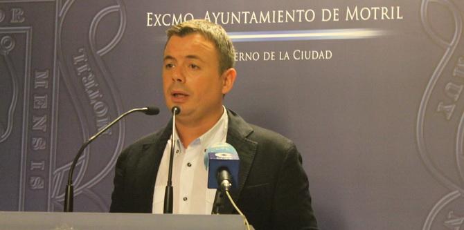 Navarro responde al PSOE que la reforma del entorno del mercado depende de una ayuda de la Junta de Andalucía aún sin desarrollar