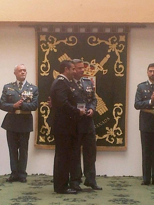 """La Guardia Civil  concede el """"Tricornio de gala"""" al jefe de la Policía Local de Almuñécar"""