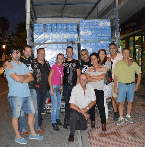 El Moto Club Tiburones de Almuñécar dona casi 2000 litros de leche a Cáritas Local