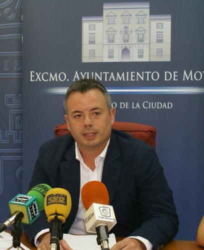 Navarro recuerda a Escámez que el barrio de Aviación está incluido en el plan de obras del PFEA que se va a desarrollar durante los próximos seis meses