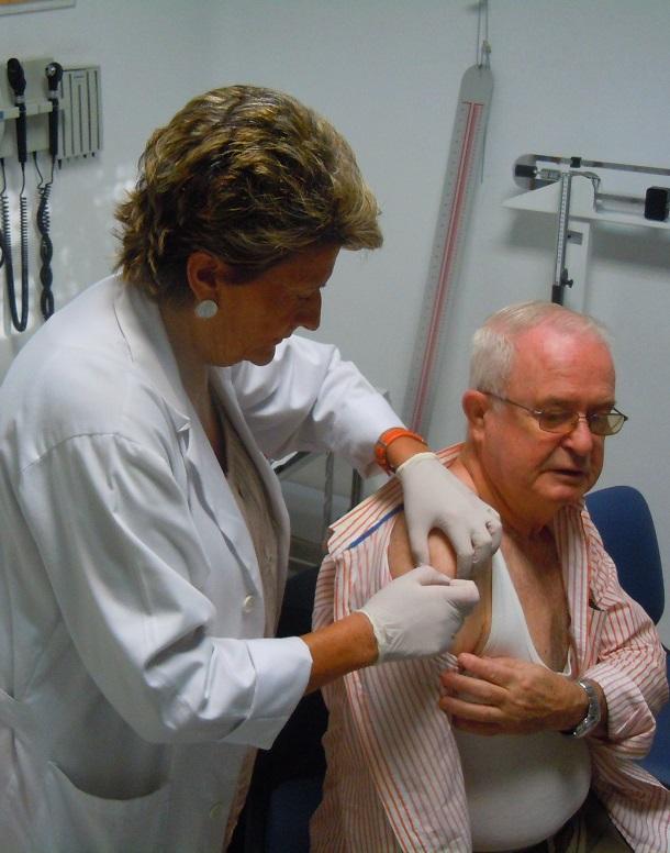 La Junta de Andalucía inicia la campaña de vacunación de la gripe en 333 puntos asistenciales de Granada