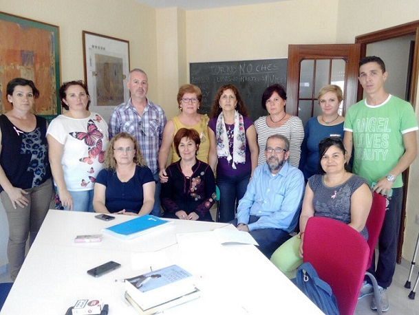 IU Motril se reúne y muestra su apoyo a las trabajadoras de Claros
