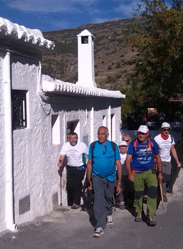 La VI Marcha Popular de la Alpujarra reúne a más de 150 senderistas