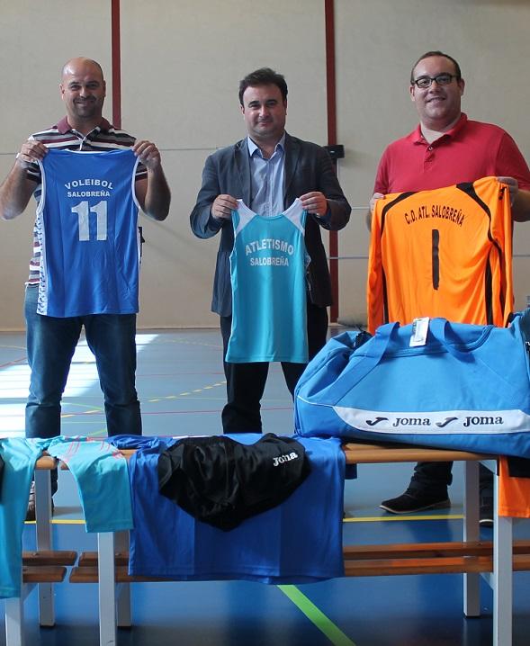 Todos los alumnos de las escuelas deportivas municipales de Salobreña tendrán equipación gratuita