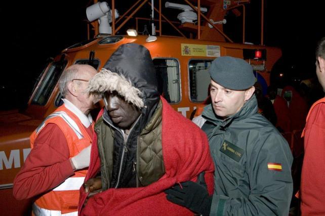 Rescatan 24 subsaharianos a tres millas de Castell de Ferro