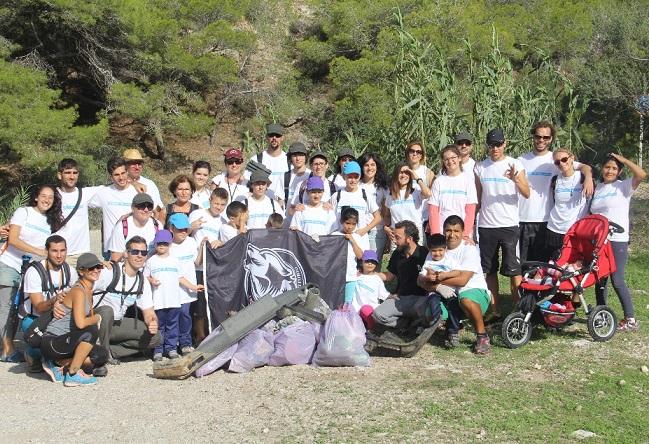 El  colectivo Hombre y Territorio realizó una  limpieza medioambiental en el Paraje Natural  Cerro Gordo y Cantarriján