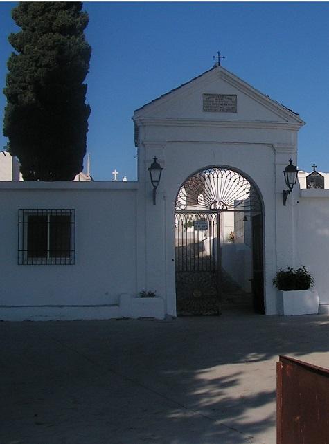 Salobreña ultima los trabajos en el cementerio de cara al día de todos los santos