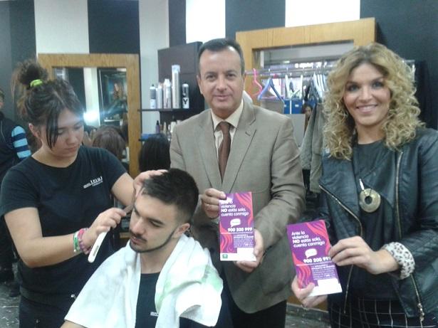 Más de 1.100 peluquerías de Granada se suma a la campaña de concienciación frente a la violencia de género de la Junta