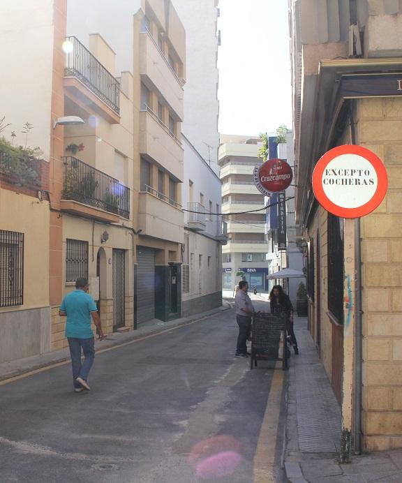 Una inversión de 80.000 euros urbanizará la calle Párroco Martín Sierra en la que jamás se había actuado