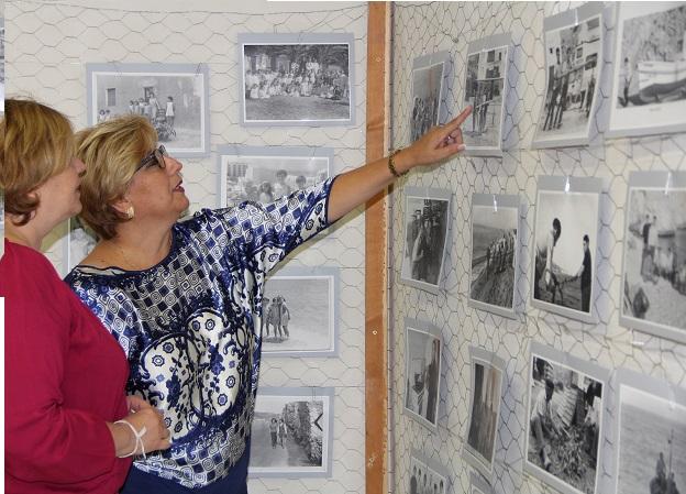 El castillo de Carchuna acoge una exposición de fotografías antiguas de Calahonda