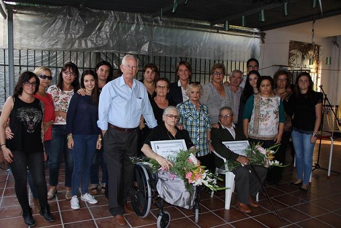 El Llano rinde homenaje a Isabel Expósito y Manuel Salguero en su Día del Mayor
