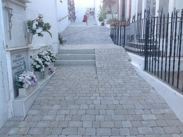 El Consistorio sexitano realizó mejoras en los cementerios de Almuñécar y La Herradura con una inversión total de casi 200.000 euros