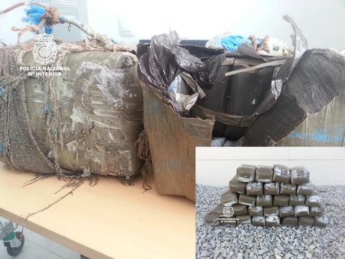 La Policía Nacional intercepta dos fardos con 70 Kgs de hachís en la playa de Carchuna
