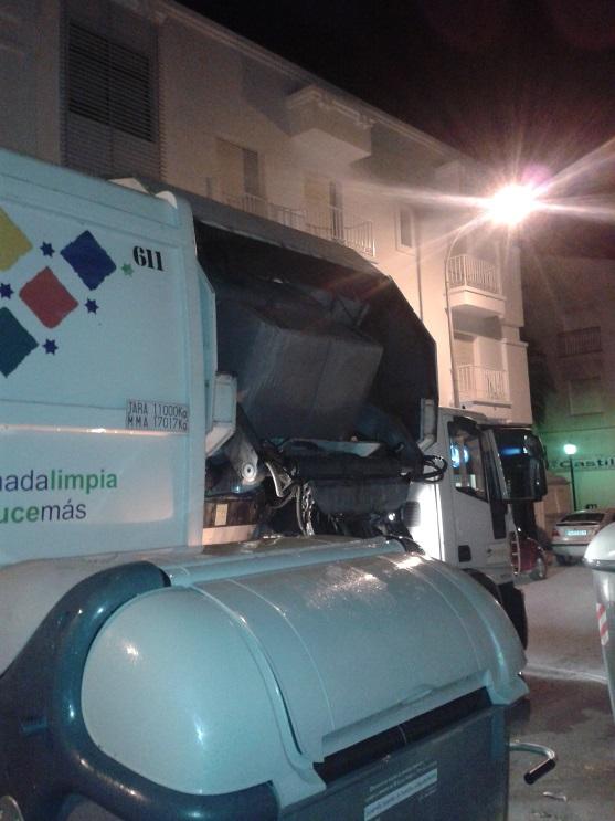 CESPA concluye en Salobreña el lavado de los contenedores de basura previsto para octubre