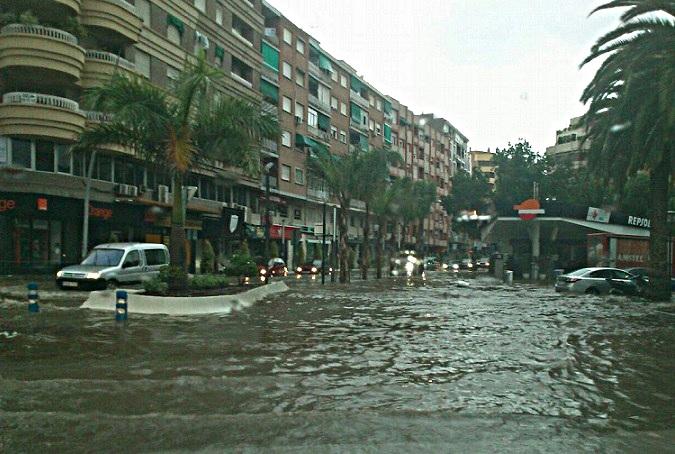 El PSOE asegura que la inundación de la avenida de Andalucía es consecuencia de la mala gestión de sus obras de remodelación