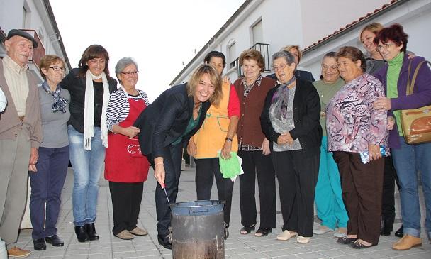 Los centros municipales de mayores dan la bienvenida al otoño con una castañada