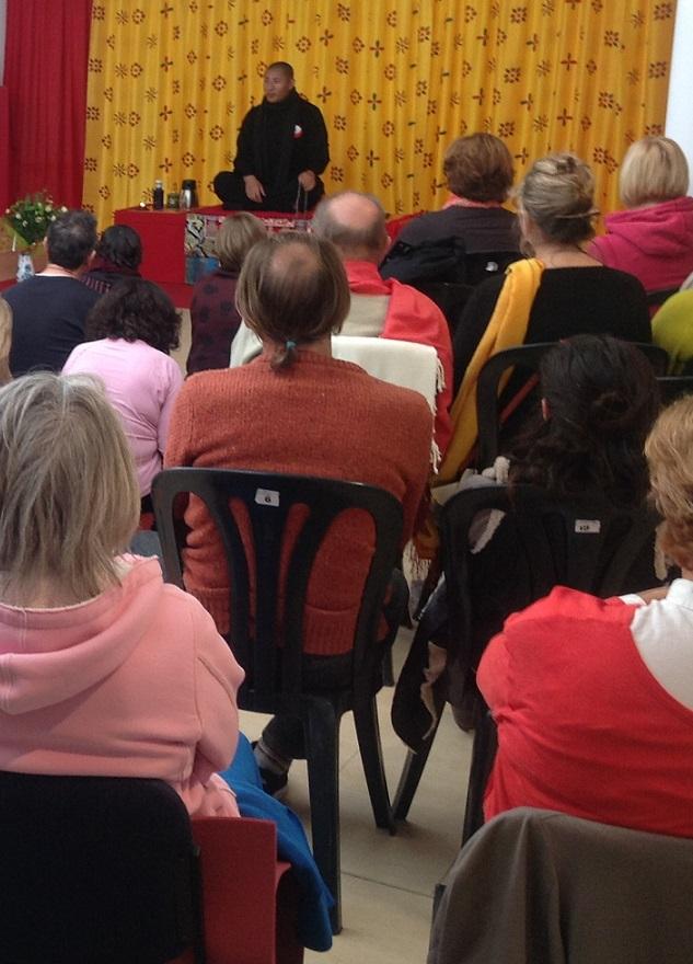 El maestro budista Tulku Lobsang  ofreció  un interesante seminario en La Herradura