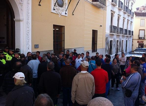 El PSOE afirma que la alcaldesa debería haber reunido a vecinos y  comerciantes de Los Álamos para informarles y plantear alternativas para la 'placilla'