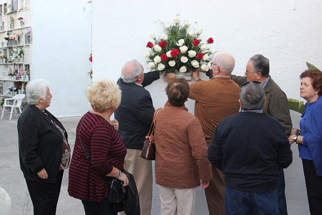 Una placa en el Cementerio de Almuñécar recuerda a los siete sexitanos fusilados en Pinos del Valle en 1947