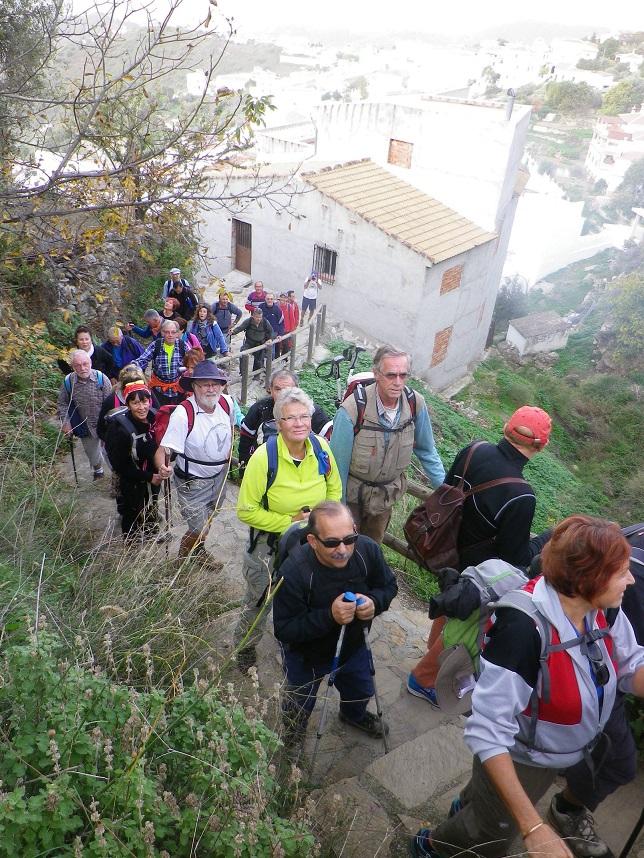 Más de cuarenta senderistas sexitanos conocieron los almijares de la Axarquía malagueña