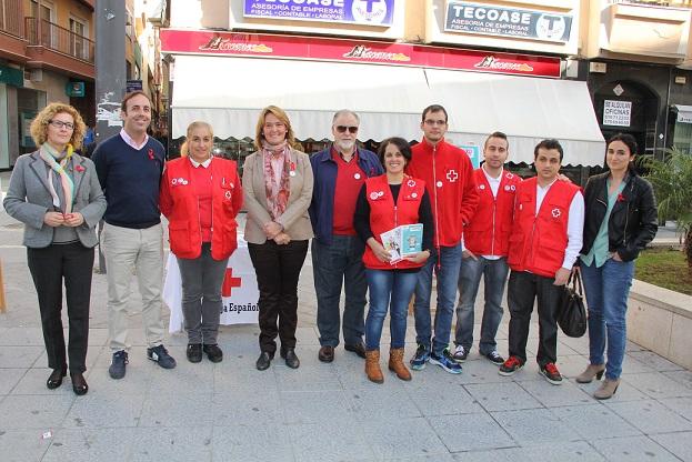 Cruz Roja desarrolla en Motril la campaña 'Información VIH se ha unido al grupo' para concienciar ante este síndrome a través de las redes sociales