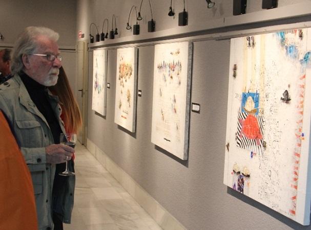 El pintor  Rowlad Fade presenta su nueva obra en la Casa de la Cultura de Almuñécar
