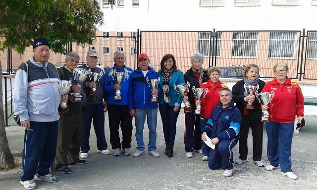 Un centenar de mayores participa en el torneo de Navidad de petanca