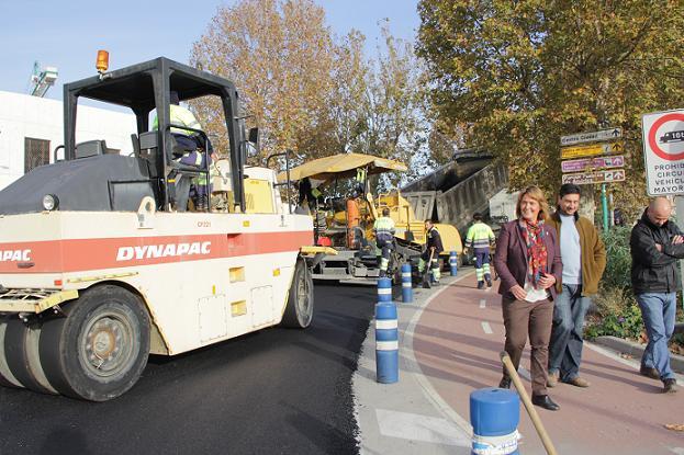 El Gobierno municipal cumple con los motrileños asfaltando la Avenida Nuestra Señora de la Cabeza