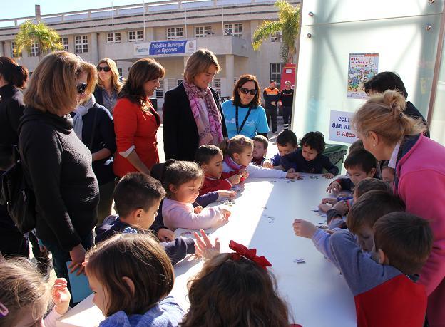 Más de 600 niños participan en la jornada lúdica de Motril