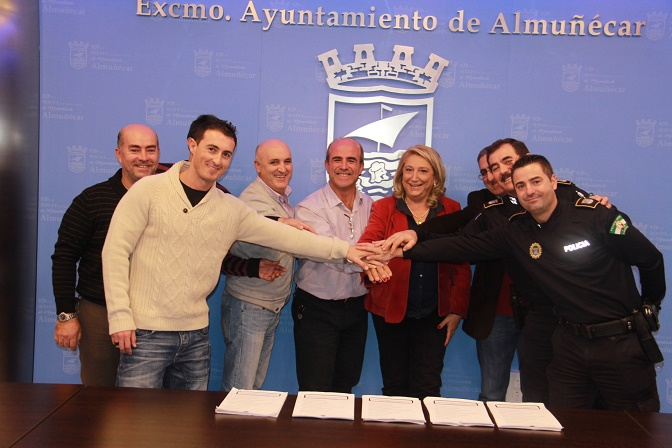 Los funcionarios del Consistorio sexitano y el equipo de gobierno firman acuerdo actualización de un nuevo convenio laboral