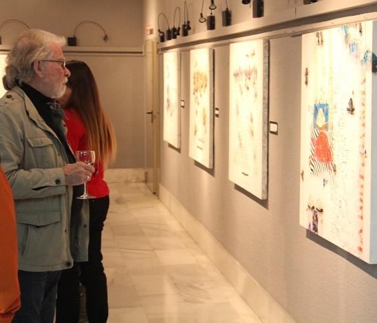 El pintor  Rowlad Fade expone hasta este sábado en la Casa de la Cultura de Almuñécar